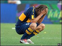 Fernando Gago se lamenta tras la derrota.