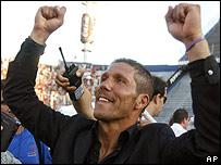 Diego Simeone celebra su primer t�tulo como t�cnico.