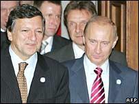 European Commission President Jose Manuel Barroso (left) and Russian President Vladimir Putin in Helsinki