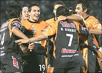 Los jugadores del Pachuca festejan el gol de Christian Giménez (número 19)
