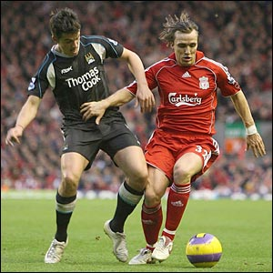 Manchester City's Joey Barton (left) and Liverpool's Boudewijn Zenden battle for the ball