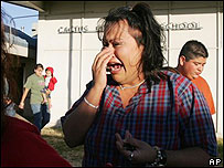 Mujer llora en Cactus tras redada de agentes migratorios