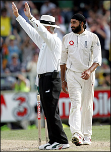 Umpire Rudi Koertzen signals one of three sixes hit by Adam Gilchrist off a Monty Panesar over