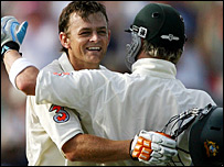 Adam Gilchrist celebrates his century