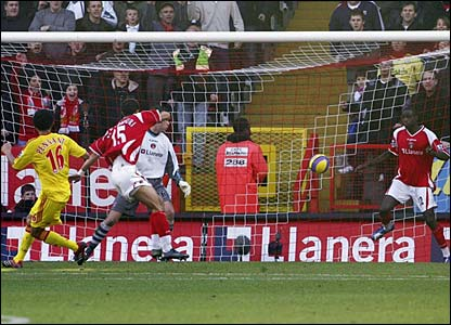 Djimi Traore blocks Jermaine Pennant's shot on the line