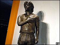 Estatua de Maradona en el Museo de la Pasión Boquense