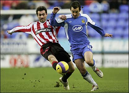 Keith Gillespie tackles Leighton Baines