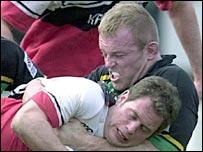 Tim Rodber scrags Saracens' Kyran Bracken in 2001
