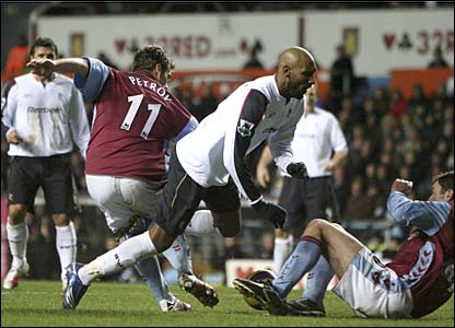 Silian Petrov bundles over Nicolas Anelka in the penalty area