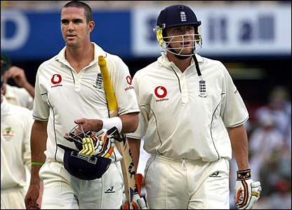 Kevin Pietersen and Andrew Flintoff leave the field