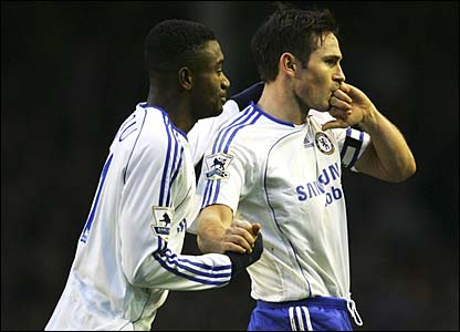 Frank Lampard is congratulated by Salomon Kalou
