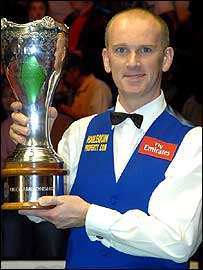 Peter Ebdon holding UK Snooker Championship trophy