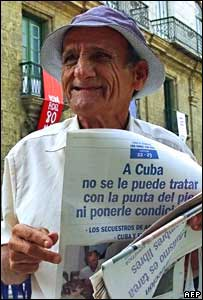 Elderly man selling Cuban newspapers in Havana, 28 November 2006