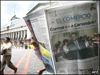 Primera plana de peri�dico ecuatoriano