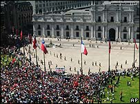 Manifestación en Santiago de Chile luego de muerte de Pinochet.