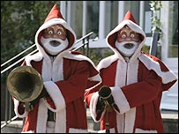Robot Santas in The Runaway Bride