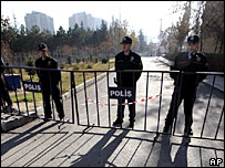 Turkish policemen patrol the area outside the Vatican embassy in Ankara 28/11/06