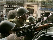 Soldiers clash with snipers during Romanian revolution, Dec 1989