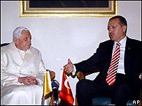 El Papa Benedicto XVI y el primer ministro de Turquía,  Recep Tayyip Erdogan