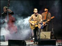 Jorge Drexler en concierto en el estadio Centenario de Montevideo en Uruguay en noviembre de 2006.