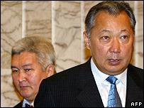 Kyrgyz Prime Minister Felix Kulov (left) with President Kurmanbek Bakiyev