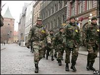 Латвийские войска на улицах Риги