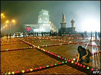 Церемония памяти погибших от голода в 1930-х в центре Киева