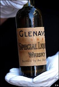 The bottle of Glenavon Special Liqueur Whisky