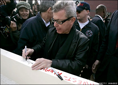 Freedom Tower architect Daniel Libeskind inscribes a column
