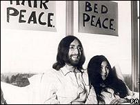 جان لنون و همسرش در زمان کارزار صلح طلبی
