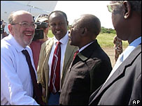 Louis Michel (l) meets Somali government officials in Baidoa