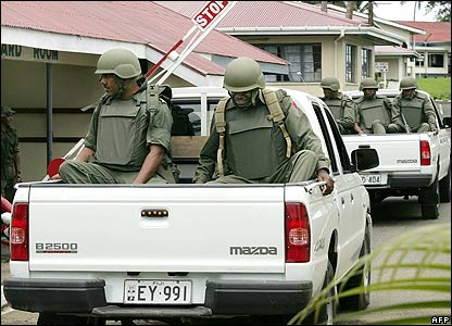 Troops return to barracks in Fiji on 1 December 2006