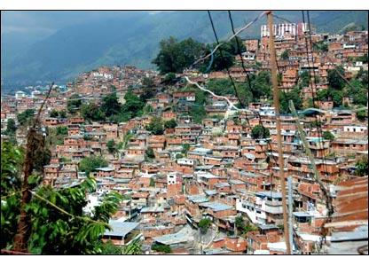 Se dice que el barrio Jos� F�lix Ribas, colgado de las laderas del este de Caracas, es el m�s grande de Am�rica Latina: 120.000 personas en una superficie de 96 hect�reas.