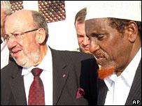 Louis Michel meets Sheikh Hassan Dahir Aweys, a UIC leader
