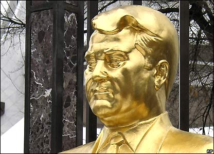 Golden bust of Turkmenistan's President Saparmurat Niyazov in Ashgabat