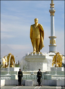 Golden statue of President Niyazov in Ashgabat