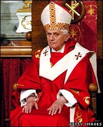 البابا بنيدكتوس السادس عشر يقيم قداسا في كاتدرائية الروح القدس باسطنبول