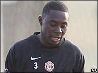 Freddy Adu trains with Manchester United