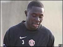 Freddy Adu trains with Manchester United