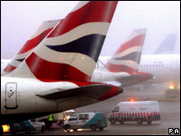 Planes in fog at Heathrow airport
