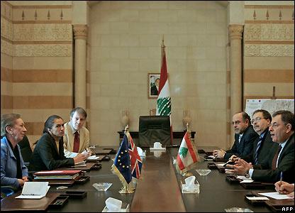 UK Foreign Secretary Margaret Beckett (l) meets Lebanese PM Fouad Siniora (r)