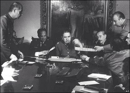 Primera reunión del consejo militar el 11 de septiembre tras el golpe de estado.