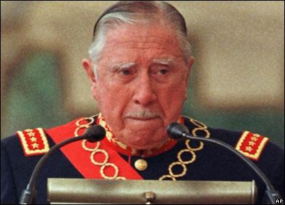 Augusto Pinochet en su discurso de despedida como comandante de las Fuerzas Militares en 1998