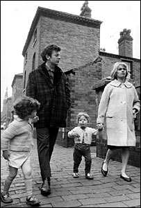 Ray Brooks and Carol White in scene from Cathy Come Home