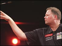 Raymond van Barneveld in action