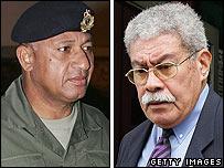 Frank Bainimarama (izq.) y Laisenia Qarase
