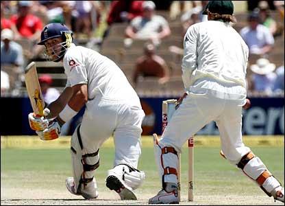 Pietersen bowled by Warne