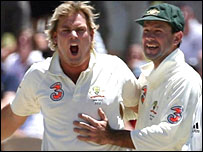 Shane Warne celebrates with Ricky Ponting