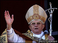 Pope Benedict XVI greets worshippers in Rome, 25 Dec 06
