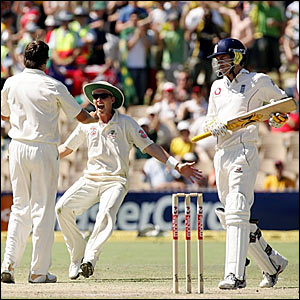 Glenn McGrath (left) and Brett Lee celebrate as James Anderson trudges off